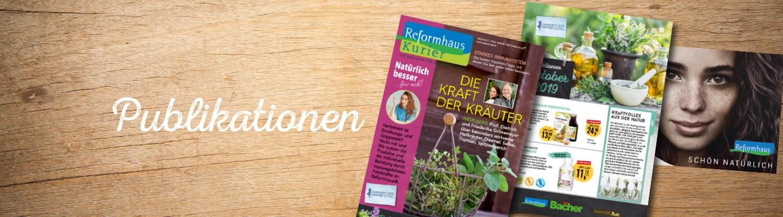 Oktober Publikationen auf Holzhintergrund