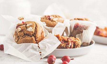 Muffins in weißem Papier